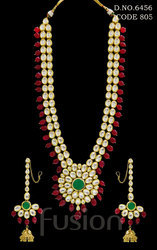 Vilandi Kundan Necklace Set