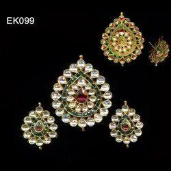925 White Kundan Jadaau Green Red Stone Work Pendant Set, Size: 2