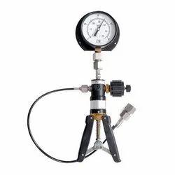 PCAL 1300/700 Pressure Calibrator With HP 01 Pump