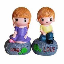 Love Couple Statue Resin Figurines Showpiece