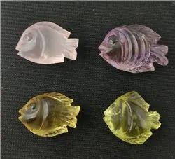 同照片半宝石鱼,制作珠宝,取决于大小
