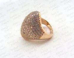 玫瑰镀金镶嵌立方锆每日佩戴手指戒指。