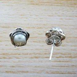 Beautiful Pearl Gemstone Handmade Stud Earring WS-2393