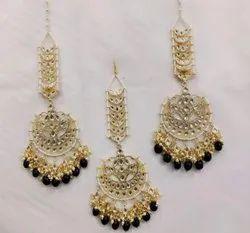 Kundan Tika With Earrings