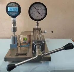 Pressure & Vacuum Comparator With In Build Digital Master