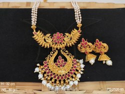 Fancy Traditional Antique Design Pendant Set