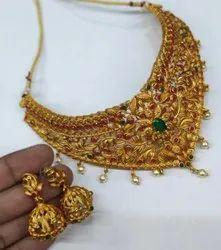 Golden Matt Finish Choker Necklace Set With Kempu Stone