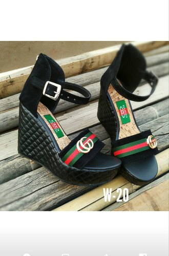 black platform sandals size 5