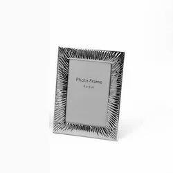 Voguishly Designed Silver Photo Frame, Size-4x6