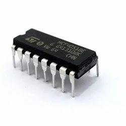 4051 INTEGRATED CIRCUITS