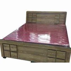 Royal Furniture Modern Designer Wooden Double Bed, Size: 7x4 Feet