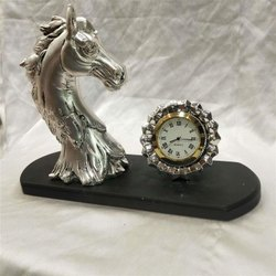 Iconic Silver Watches Piece Decored in Horse