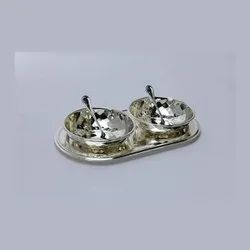 Enticing Hammered Bowl Duo Set With Oval Tray