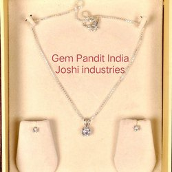 92.5 % Silver White Rhodium Finishing CZ Diamond Necklace