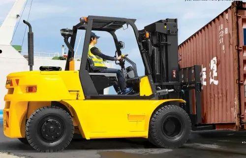 Diesel Forklift Truck 7 Ton, R S Global | ID: 22569693930