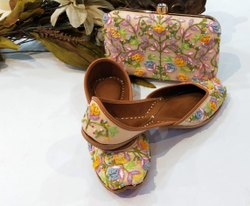 Goden Punjabi Jutti With Maching Clutch With Yellow Flower Work.