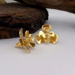 GOLD PLATED FLOWER DESIGN UNIQUE STUD EARRING CASUAL WEAR EARRING