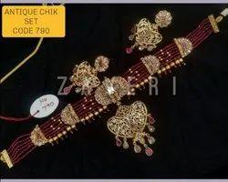 790 Antique Chick Set