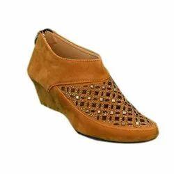 Ladies Low Heel Boot, Box, Size: 6
