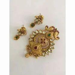 100 % Golden Ladies Fancy Brass Pendant Earring Set