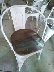 WHITE Cafe And Reasturant Wrought Iron Chair, For Restaurant, Size: Standard
