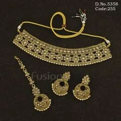 Mehendi Polish Reverse AD Choker Necklace Set