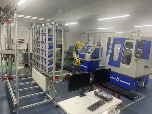 CIM Computer Integrated Manufacturing System - Industrial Robot