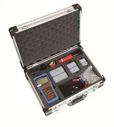 Handhald ultrasonic flow meter