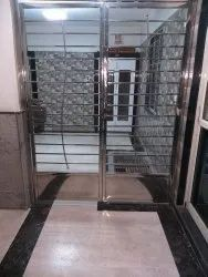 Hinged Silver SS Outdoor Gate, For Residential