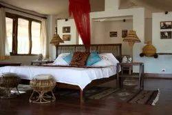 10 Am 1 Hotel Accommodation, 2, 11 Am