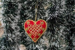 Refratex India Red Heart Shape Christmas Ball, Size: 9cm