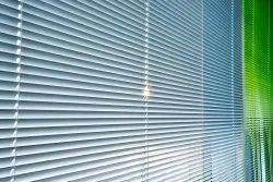 Vertical Motorized Aluminium Venetian Window Blinds, Size: 4x5 Feet