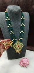Ethnic Fashionable Kundan And Pearl Necklace Set