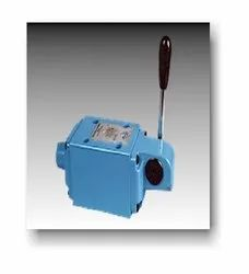 Dl10 Lever Operated Directional Control Valve