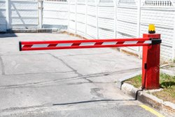 Secure Tronix Red And White Stainless Steel Boom Barrier, For Parking