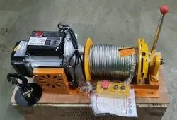 ELECTRIC WINCH WITH CLUTCH
