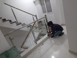 Silver Toughened Stainless Steel Staircase Railing, For Residential