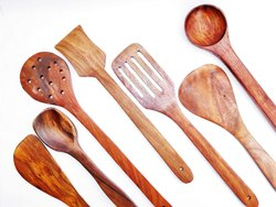 Brown 7 Pcs Wooden Kitchen Tool Set
