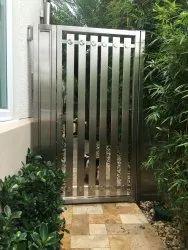 Hinged Silver Ss Gate Single Door