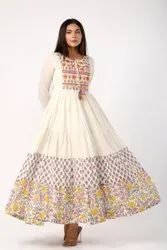 Casual Wear Ladies White Mulmul Floral Printed Kurti, Size: XS