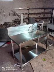 Single Ss Sink Table With Shelf, Number Of Sinks: 1, Size: 4 Feet