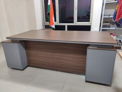 Rectangular Wooden Executive Office Table, Grey And Brown, Size: 4x6 Feet
