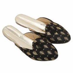 Black And Golden Party Wear Embroidered Closed Toe Ladies Flat Sandal, For Footwear, Size: 7
