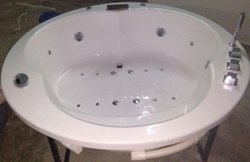 Round Jacuzzi Bathtub