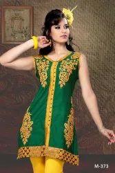 Casual Wear Sleeveless Ladies Embroidered Silk Kurti, Size: Medium, Wash Care: Handwash