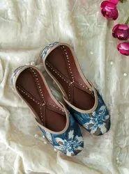 Embroidered Women Stylish Part Wear Punjabi Jutti