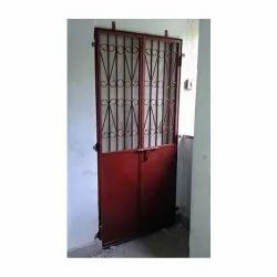 Hinged Red Iron Main Gate, For Home, Size: 4*8 Feet (h * L)
