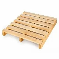 Square Pine Wood Industrial Wooden Pallet, For Warehouse, Capacity: 1000 Kg