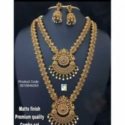 Golden Brass 0010046265 Matte Finish Jewellery Set