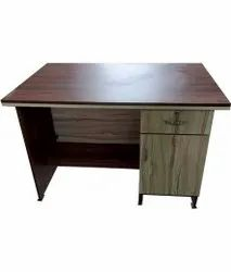 Wooden Computer Table, Size: 2.5x3 Feet